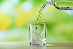 流行の「酸素水」と「水素水」の成分は何がどう違うの?