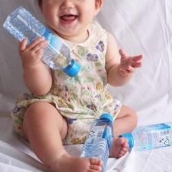赤ちゃんのミルク作りにはどんな水がいい?